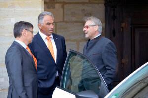 Manfred Göhring (links), Heinz Liebel (mitte) und Volker Deeg (rechts) in einem Gespräch